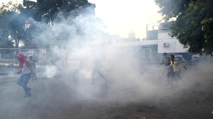 Los choques entre los manifestantes y las fuerzas chavistas comenzaron desde muy temprano en Ureño, la ciudad fronteriza militarizada por orden de Nicolás Maduro (Reuters)