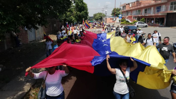 Manifestaciones en el centro de Caracas para presionar al régimen de Nicolás Maduro para que permita el ingreso de la ayuda humanitaria (@luzdarydepablos)