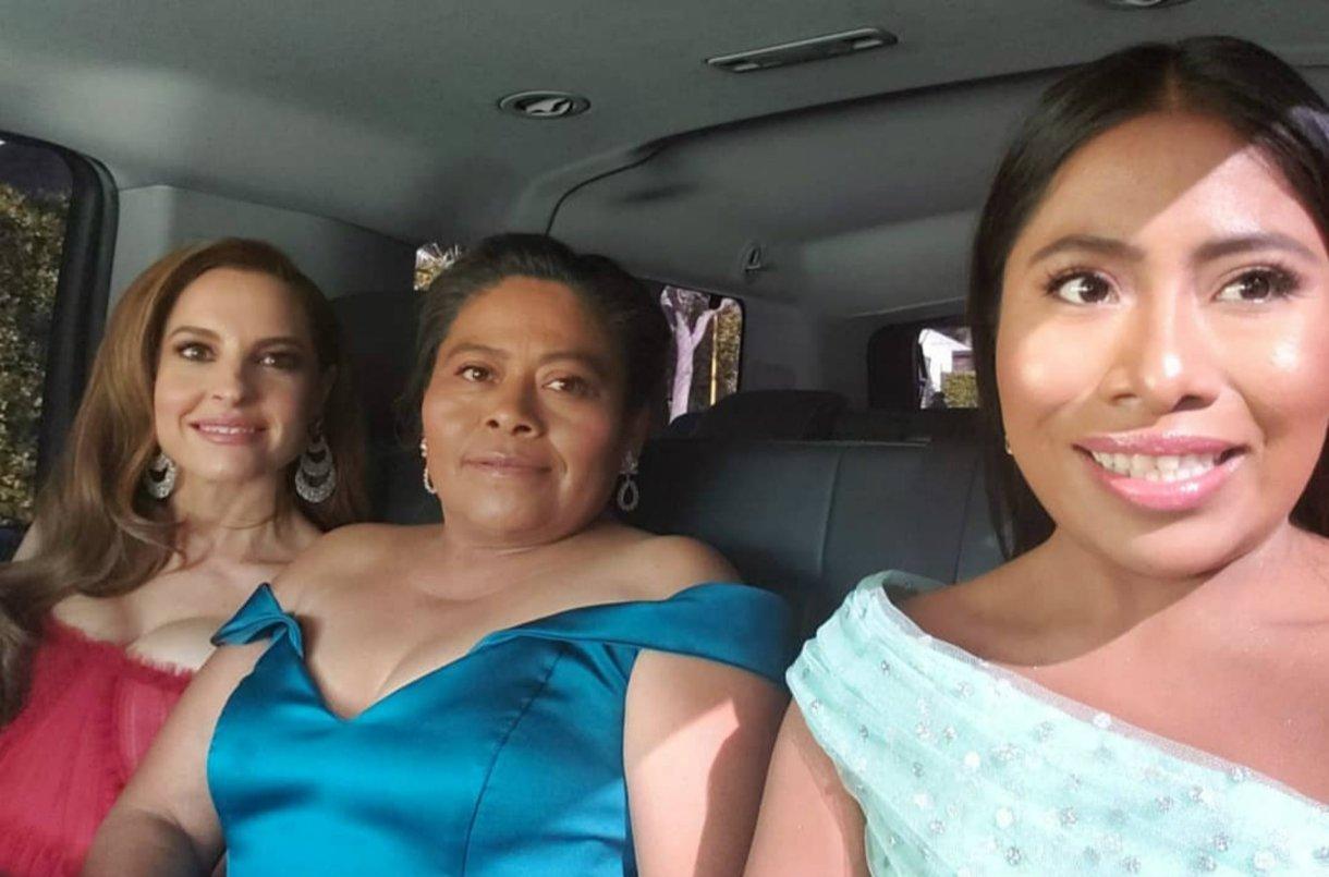 Yalitza junto a su mamá, Margarita Martínez, y Marina de Tavira (Instagram / yalitzaapariciomtz)