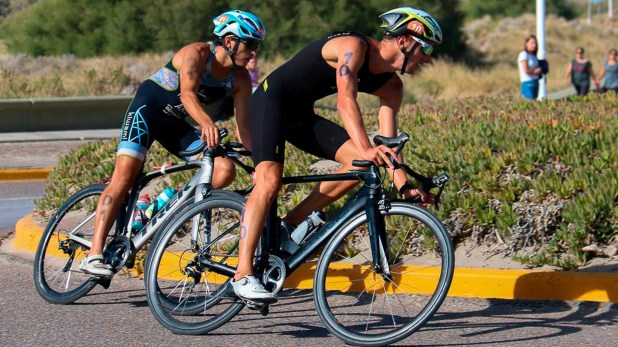 Gonzalo Tellechea (San Juan) y Dariya Fedchenko (Buenos Aires) triunfaron en triatlón