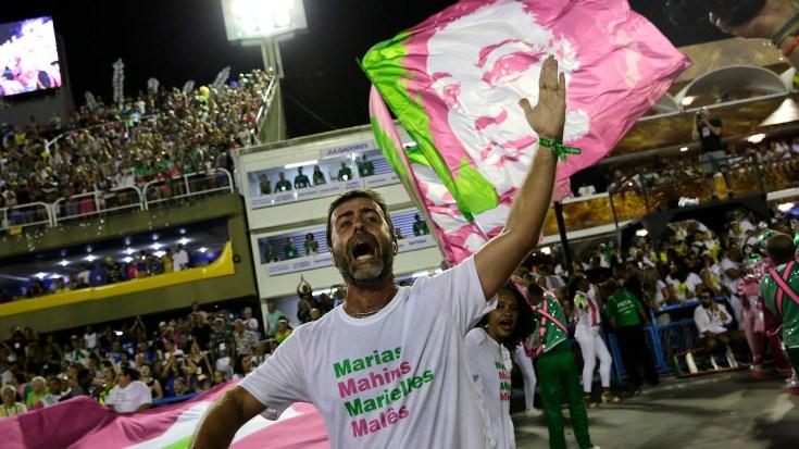 Freixo, junto a la bandera de Franco (AP Photo/Silvia Izquierdo)