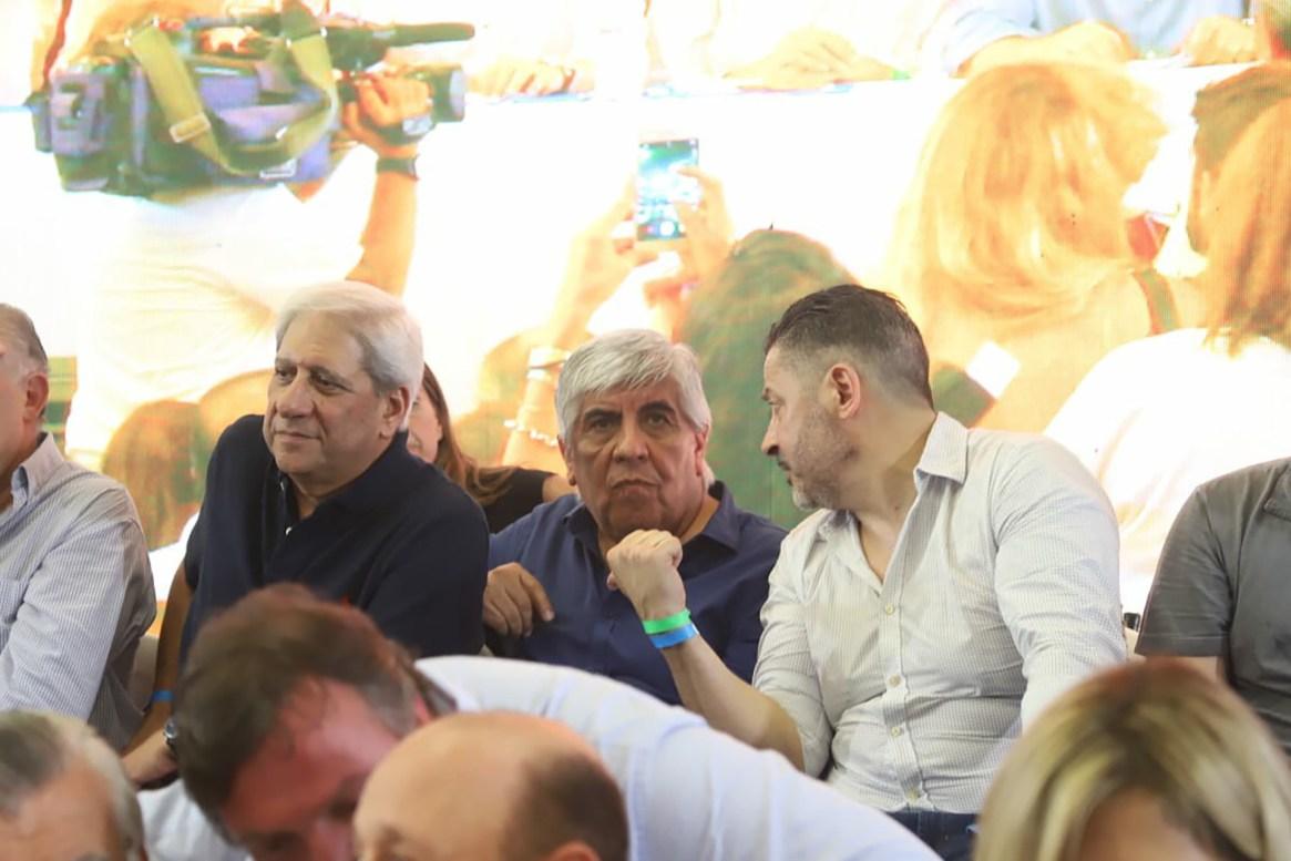 Hugo Moyano junto a intendente de Merlo, Gustavo Menéndez