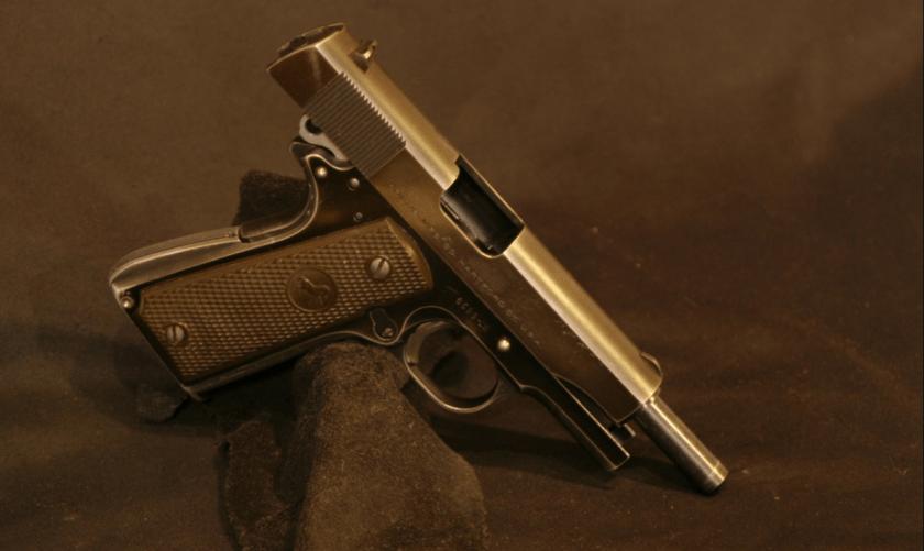 La .38 Super (en este caso, una Colt) es un arma favorita de los capos narco. (Wikipedia)