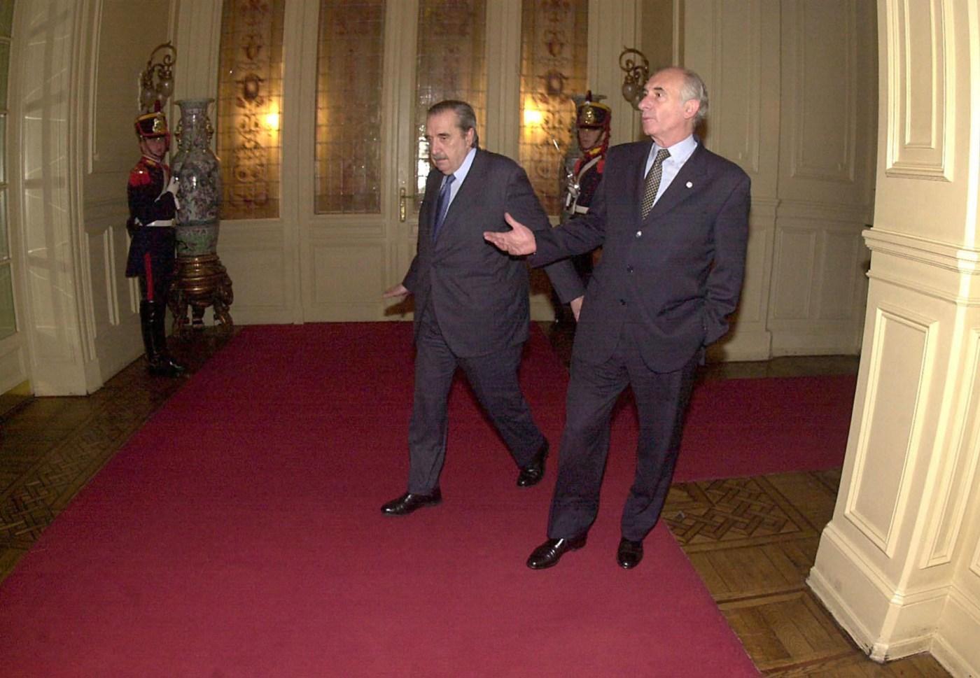 Fernando de la Rúa recibe al senador electo en Casa de Gobierno