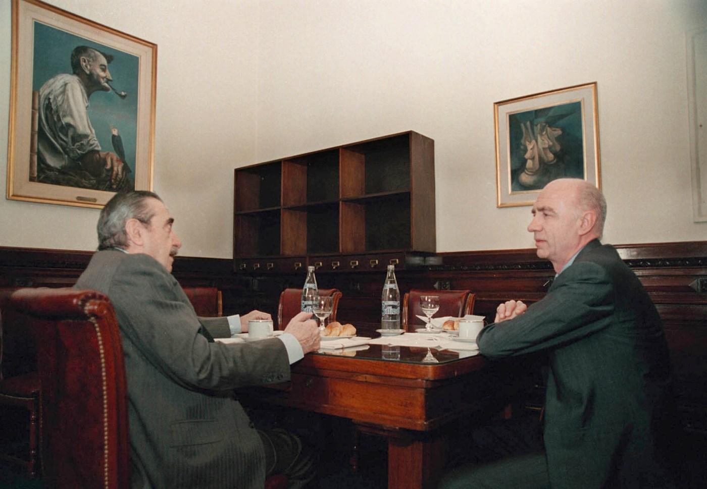 Junto aEduardo Bauzá, el jefe de Gabinete de Carlos Menem, reunidos en el Congreso Nacional
