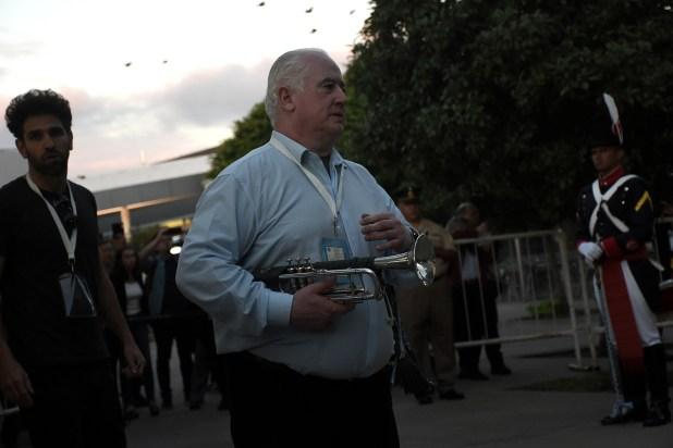 Omar Tabárez, con su amada trompeta, durante su retorno a la Ciudad de Buenos Aires