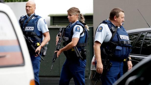 La policía llega al lugar del ataque. (AP)