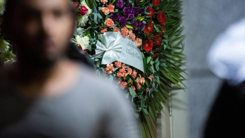 La corona que le envió Charly García a Fabián (Fotos: Manuel Cortina / Teleshow)