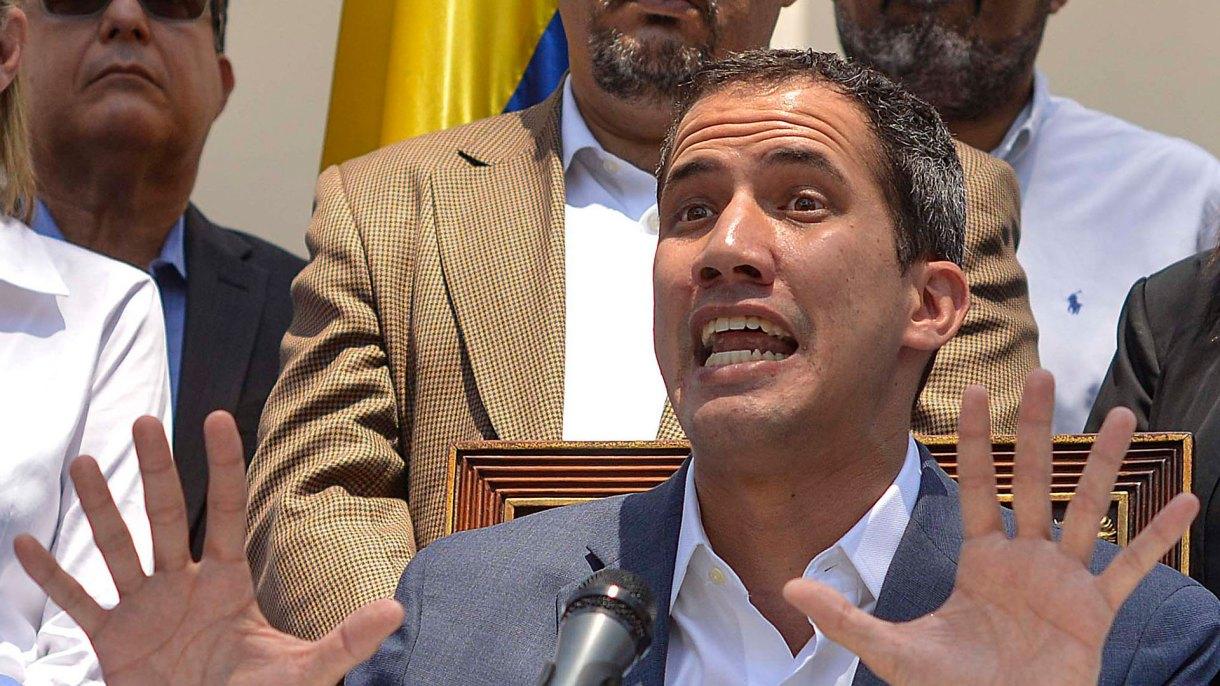 Juan Guaidó denunció que buscan arrestar a todos sus colaboradores (AFP)
