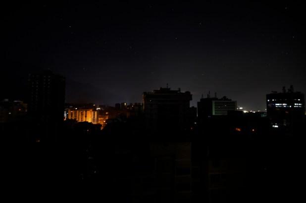 Así se veía Caracas en la madrugada del martes (Juan BARRETO / AFP)