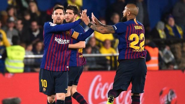 El FCBarcelona tendrá a Messi y Arturo Vidal desde el inicio en Old Trafford (AFP)