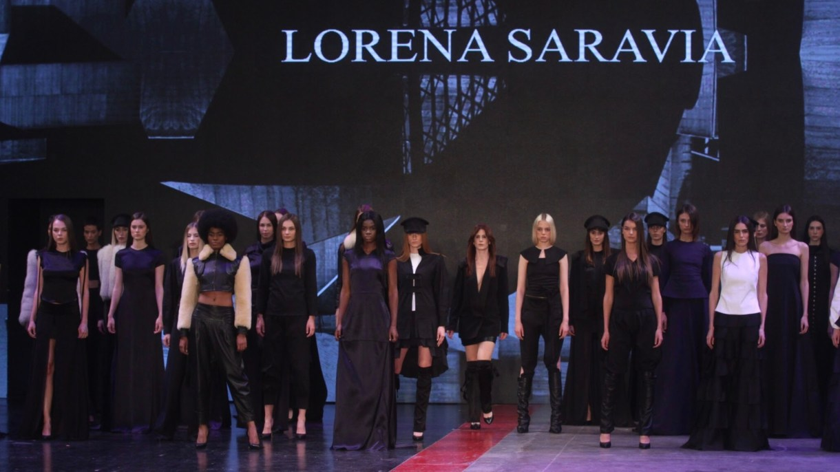 Lorena Saravia cerró el segundo día de actividades en del Mercedes Benz Fashion Week México City 2019 (Foto: Cuartoscuro)