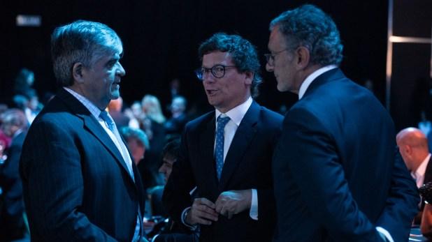 Miguel Gutiérrez, presidente de YPF; Gabriel Martino, presidente de HSBC Argentina; y Claudio Cesario, presidente de la Asociación de Bancos de la Argentina