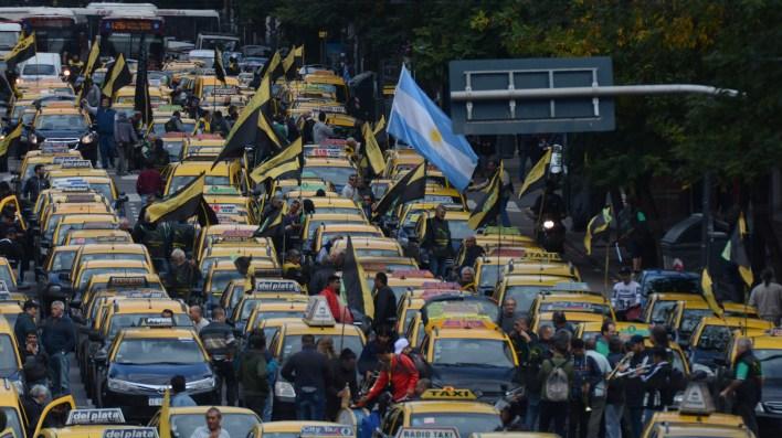 La protesta de los taxistas hace parte de un plan de lucha que comenzó ayer y se extenderá hasta mañana