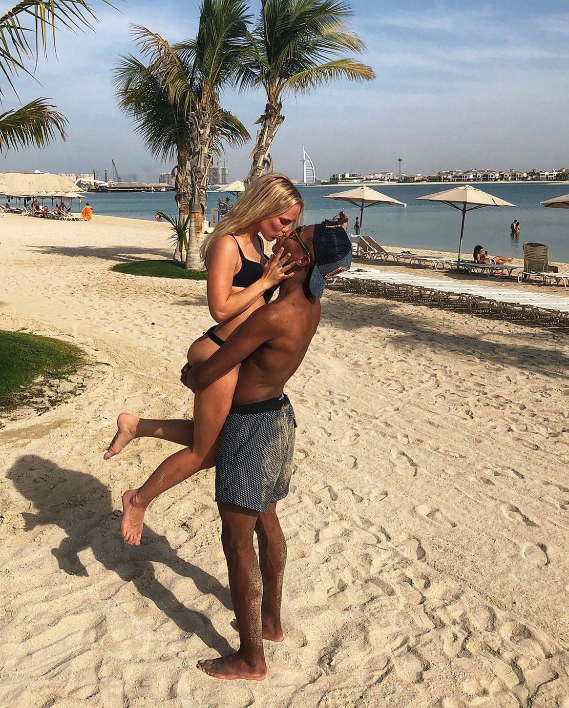 David Neres y su novia Kira Winona en sus vacaciones en Dubai