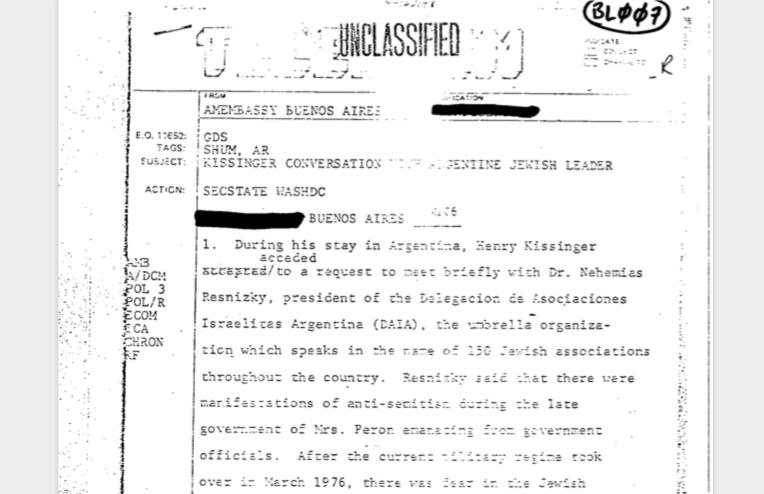 Durante su visita de octubre de 1976, Henry Kissinger, secretario de Estado, habló con el entonces presidente de la DAIA,Nehemías Resnizky.