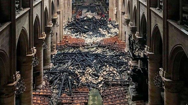 El interior de Notre Dame luego de apagado el incendio