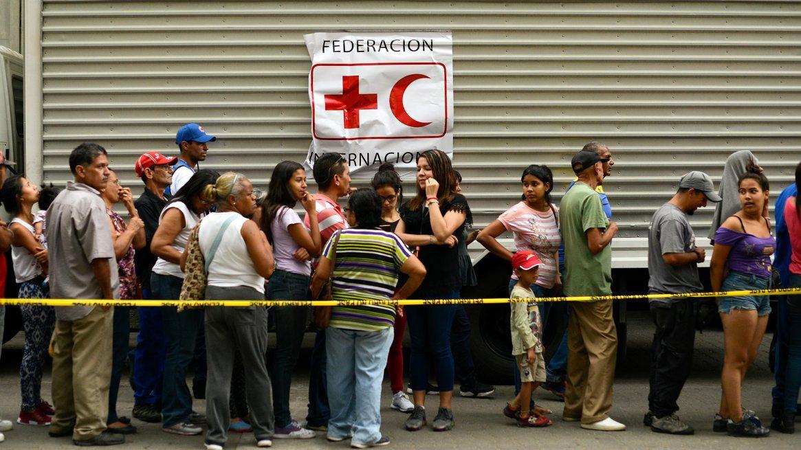 """Maduro saludó las donaciones, que dijo llegaron """"junto"""" a su Gobierno (AFP)"""