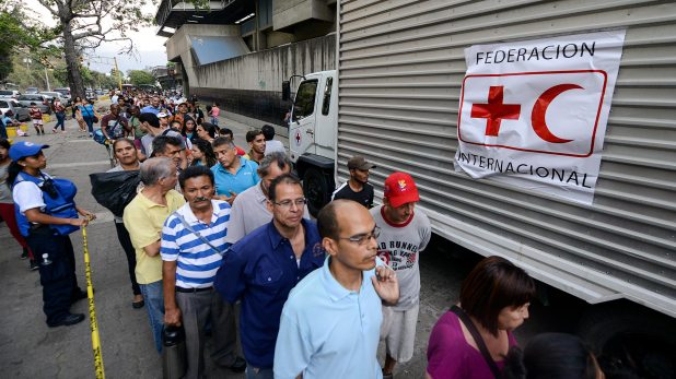 El líder del Parlamento, el opositor Juan Guaidó, dijo que el sistema de salud de Venezuela colapsó y acusó a Maduro de propiciar la crisis (AFP)