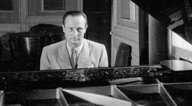 El pianista Wladyslaw Szpilman se escondió en un departamento en el gueto. Luego, escribió su historia que Román Polanski llevó al cine