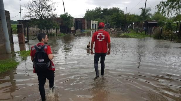 Personal de la Cruz Roja Argentina asistió a más de 200 evacuados en dos escuelas de Resistencia (CRA)