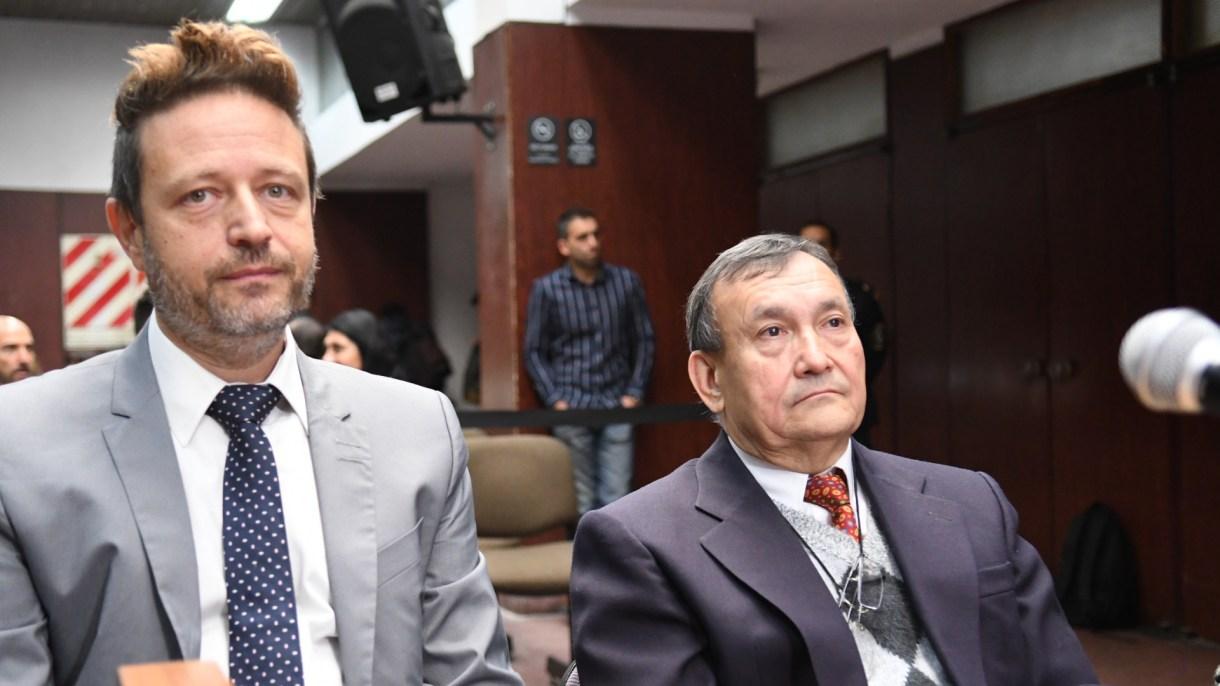 Diego Szpiegel y su defendido, el médico Lino Villar Cataldo, durante el juicio