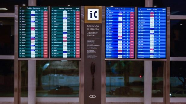 Tal como se había anunciado, la mayoría de las compañías aéreas cancelaron sus operaciones