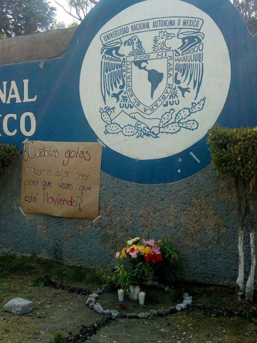 El homenaje de los alumnos del CCH Oriente para Aidé Mendoza (Foto: Twitter @angelito190273)