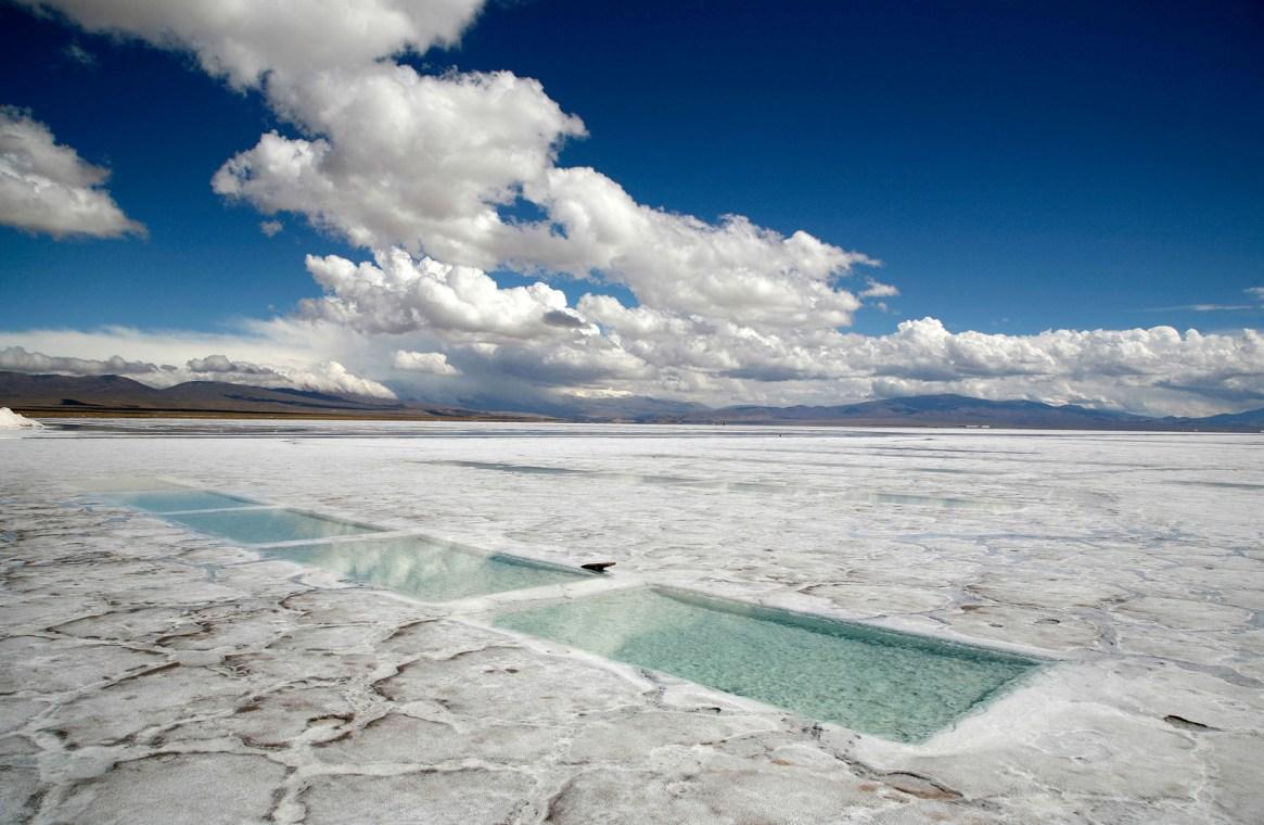Este inmenso desierto refulgente ubicado a 4.000 metros de altura tiene su origen entre cinco y diez millones de años atrás (Grosby)