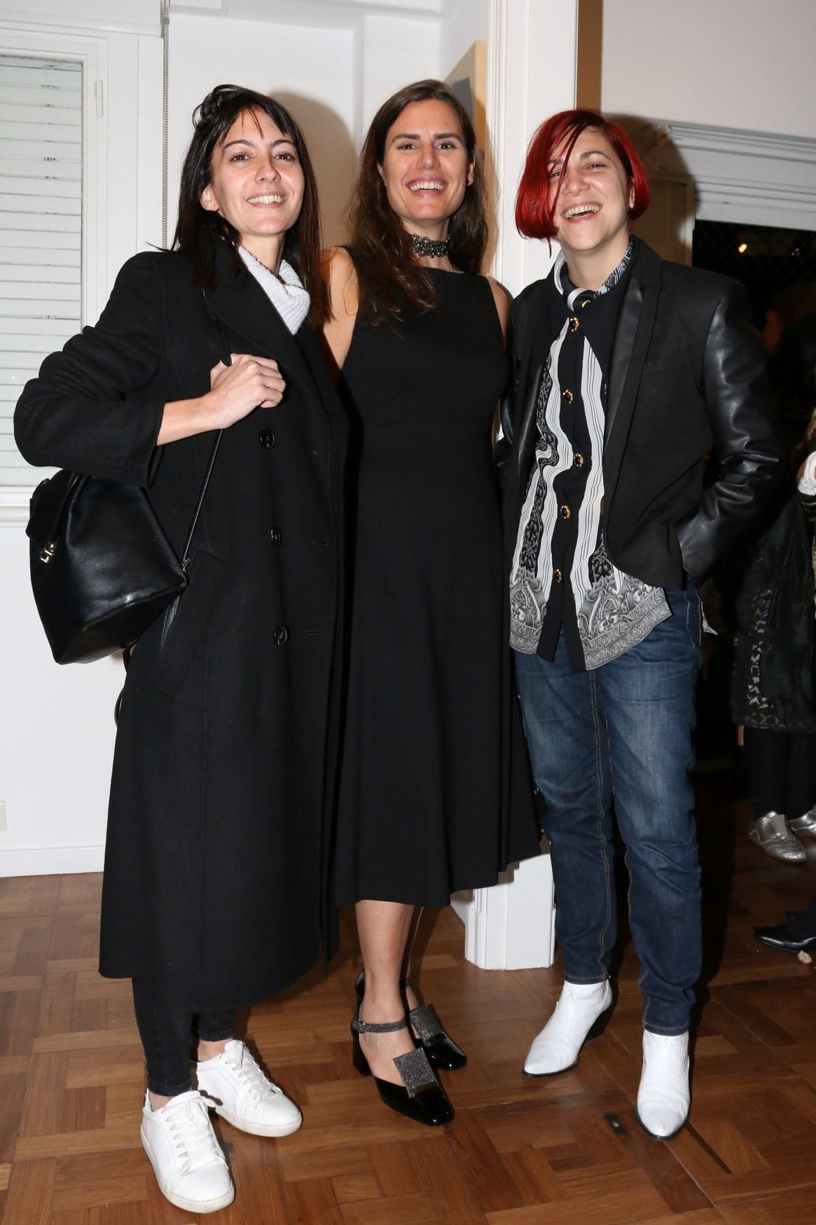Mercedes Corte y Julia Converti de la comisión de arteBA junto a Natalia Grobocopatel