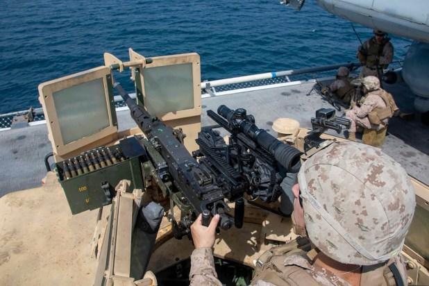 Imagen desde el El buque de asalto anfibio de clase Avispa USS Kearsarge (LHD 3)(@CENTCOM)