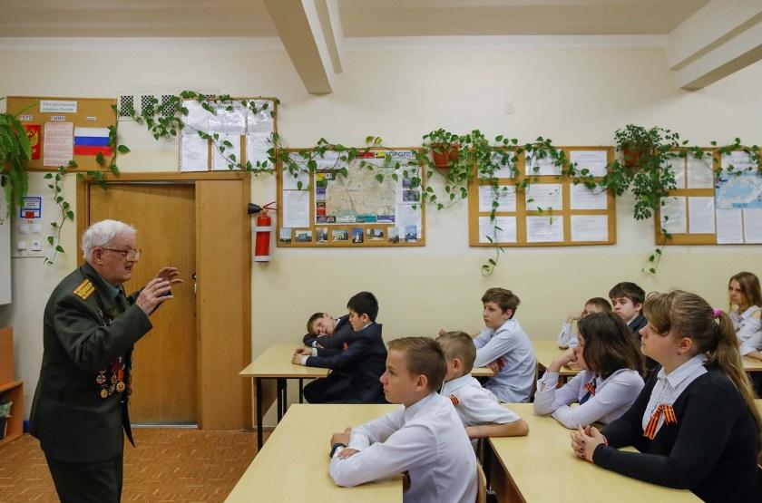Durante un encuentro con estudiantes (REUTERS/Maxim Shemetov)