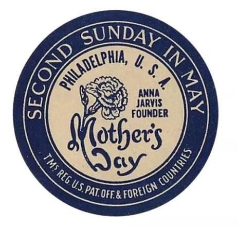 """Jarvis protegió con derechos de autor su propia fotografía y registró las marcas del Sello del Día de la Madre con un dibujo de un clavel y las palabras """"Día de la Madre"""" (siempre en singular para distinguirla de """"Día de las madres""""), """"Segundo domingo de mayo"""" y """"Anna Jarvis Fundadora"""". (Sociedad Histórica Lancaster)"""