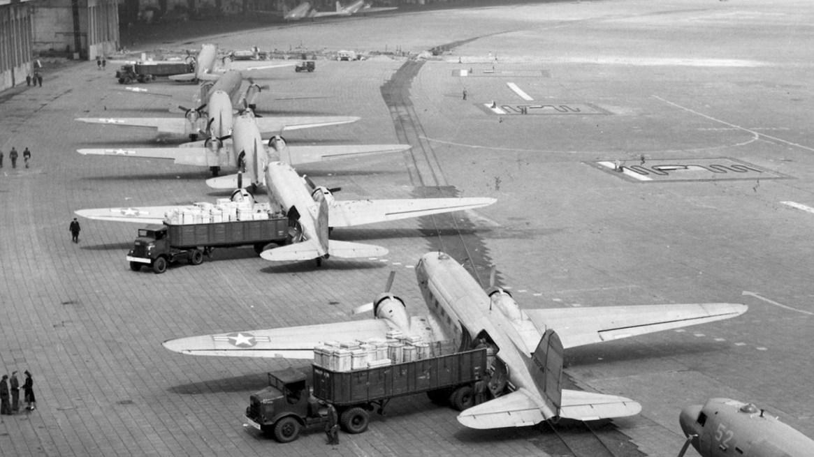 Aviones Douglas C-47 Skytrain en Tempelhof (Air Mobility Command Museum)