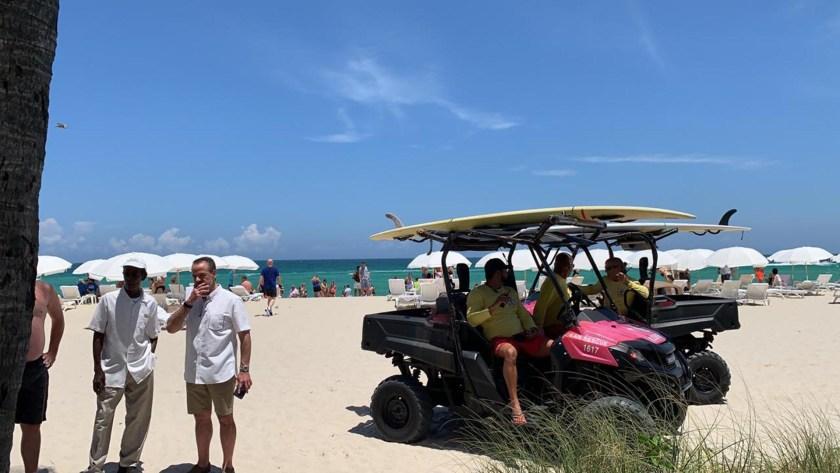 Las personas fueron evacuadas a la playa (Infobae)