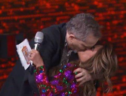 En la emisión, Bosé también dio un beso en la boca a Galilea