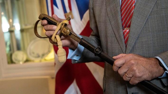 """La empuñadura del sable de mando. """"No tiene un valor económico, pero sí un enorme valor simbólico"""", dijo el militar al agradecer la restitución de su arma que dejó en Malvinas tras la rendición de las tropas argentinas."""