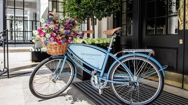 The Kensington se siente más como una hermosa residencia privada que un hotel tradicional. El día termina con chocolate caliente y cuentos para los niños en la suite