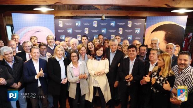 Cristina Kirchner con dirigentes del PJ