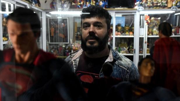 Desde hace dos décadas, Demian Ventura empezó a armar su colección comprando, intercambiando y recibiendo juguetes que recorrieron el mundo (Nicolás Stulberg)
