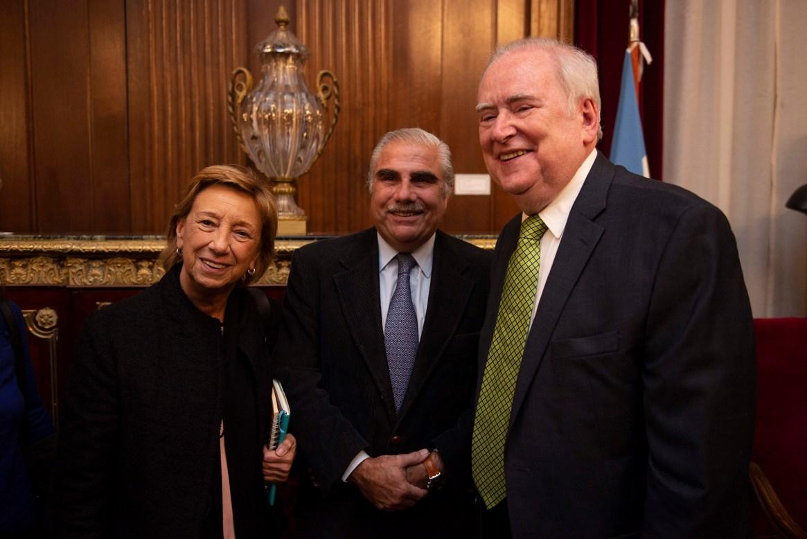 Alberto A. Allemand, rector de CAECE, y Angélica Cachanosky, vicerrectora