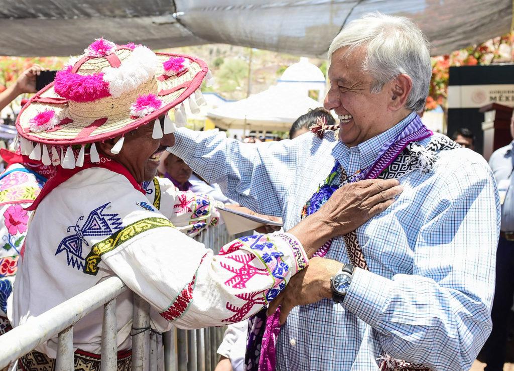 El presidente de México prometió llevar servicios de electricidad e internet a todas las comunidades (Foto: LopezObrado.org)