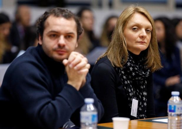 Rachel Lambert, esposa de Vincent, y su sobrino Francois Lambert, en una audiencia por el caso de su marido en la Corte Europea de Derechos Humanos (Reuters)