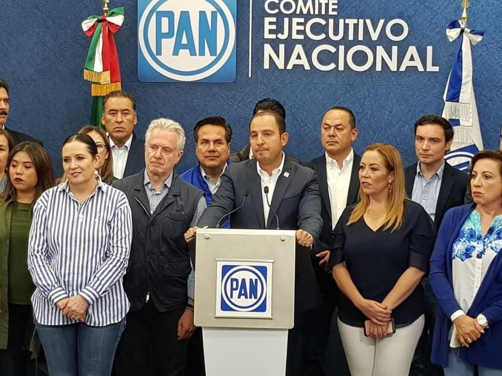 Cortés compareció brevemente ante los medios tras el cierre de casillas (Foto: Especial)