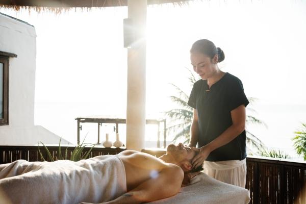 Ayurvedic Massage: Everything You Need To Know About 'Abhyanga'