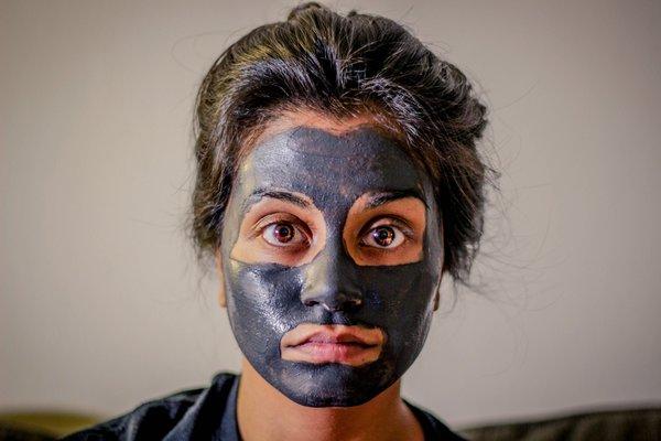 A woman with a facial mask. Salt scrub, salt scrubs, sugar scrub, sugar scrubs, body scrub, body scrubs, udwarthana powder recipe, udvartana powder recipe.
