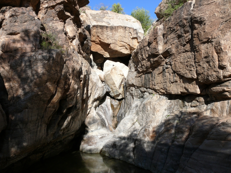 Boulders jamming Agua Caliente Canyon