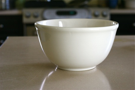 compost-bowl-in-kitchen