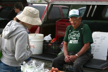 Shopping_at_the_farmer's_market