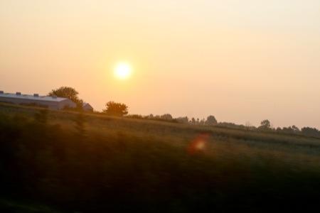 Sunrise_over_the_farm